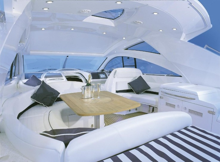 fairline-inside-2013-11-12-19-48-53